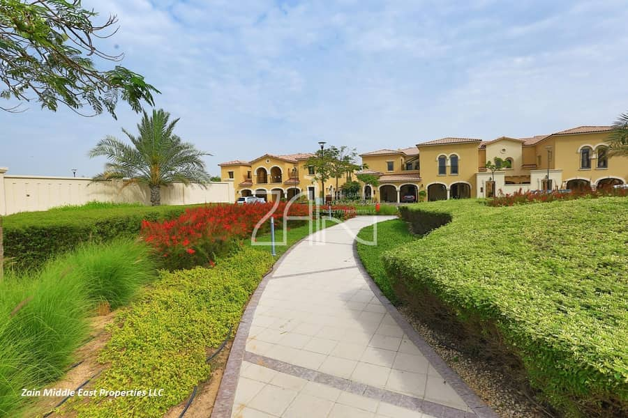 Luxurious Large 4 BR Townhouse with Lovely Garden