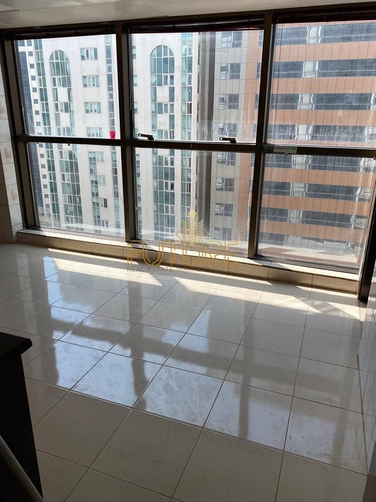 3 bedroom big size in khalifa st 85.000AED