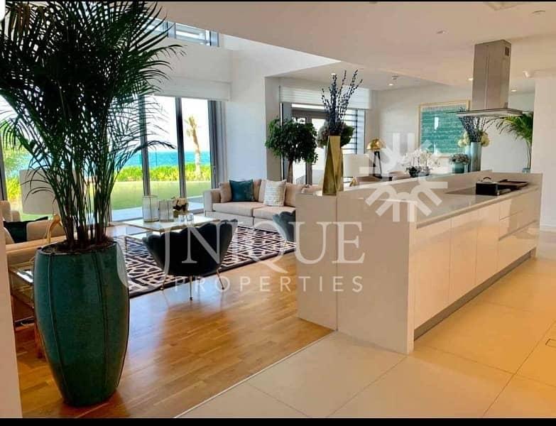Luxury villa | Private jacuzzi | Maids Room