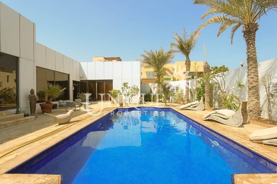2 Prime Location   Close To Beach   Vacant Villa