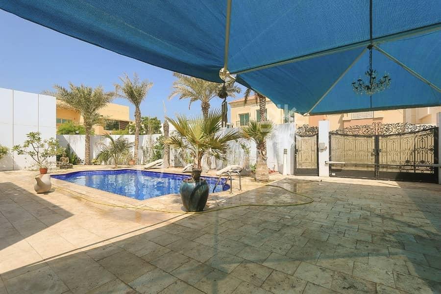 11 Prime Location   Close To Beach   Vacant Villa