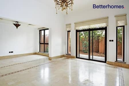 3 Bedroom Flat for Rent in Old Town, Dubai - Spacious   Beautiful 3 Bedroom   Vacant Now