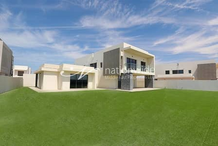 6 Bedroom Villa for Sale in Yas Island, Abu Dhabi - State-of-the-art Family Home w/ 5 Car Parking
