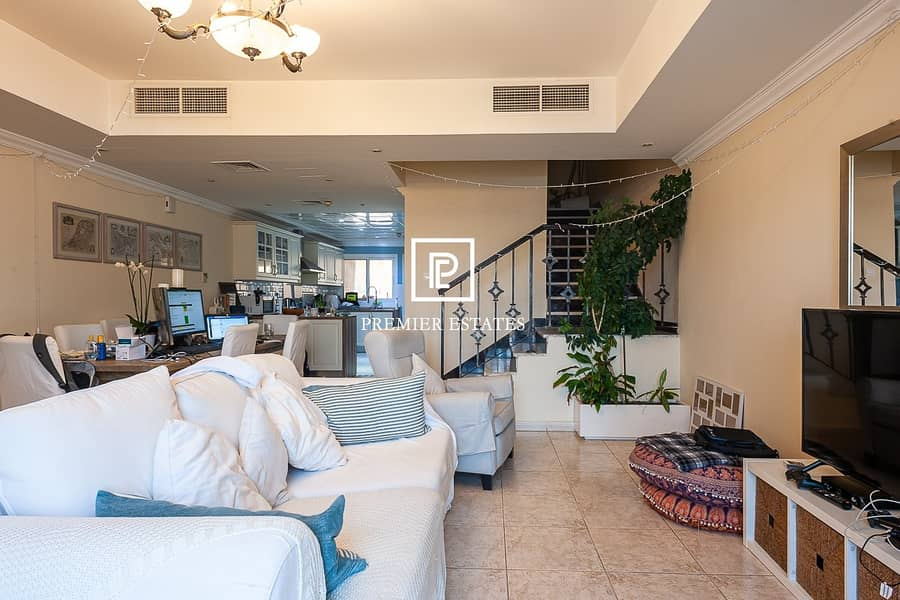2 Immaculately Renovated Townhouse| Ideal Investment