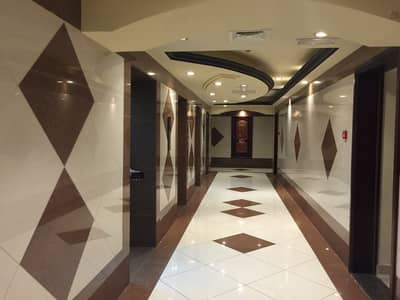 فلیٹ 2 غرفة نوم للايجار في كورنيش عجمان، عجمان - شقة  غرفتين و صالة و 3 حمامات للأيجار السنوي اطلالة  مفثوحة على البحر .