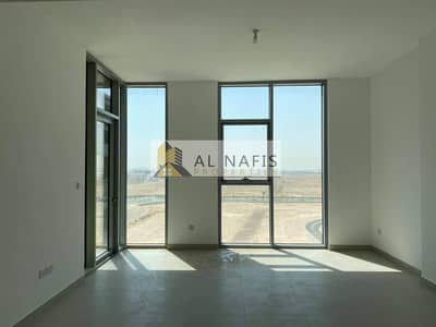 Brand New Large 1 Bed + Maids In The Pulse Pool View