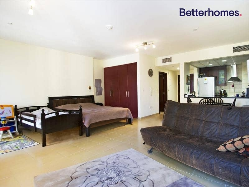 Fully furnished and amazing unit with balcony