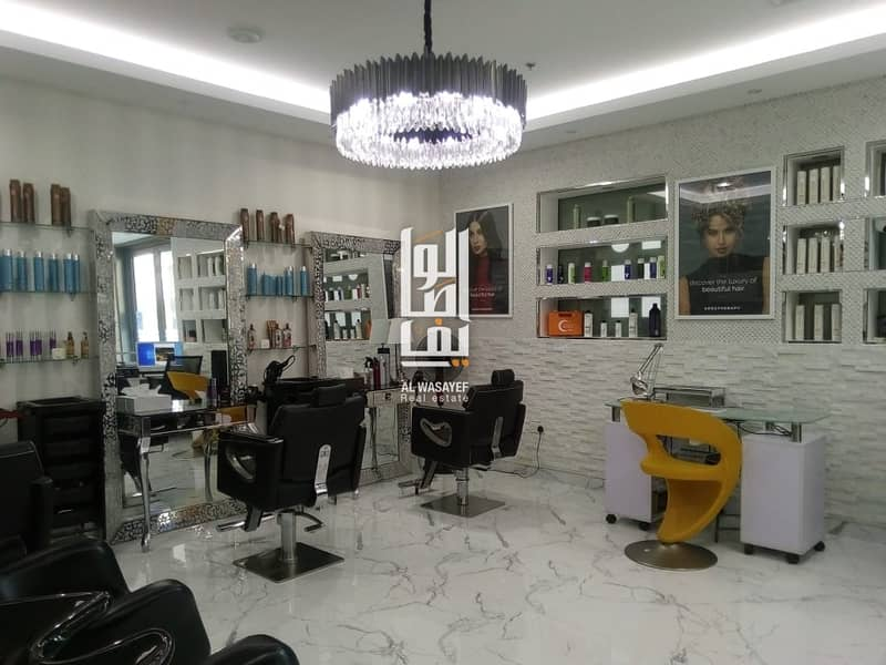 29 LUXURIOUS LADIES SALOON IN BUSINESS BAY NEAR THE CANAL