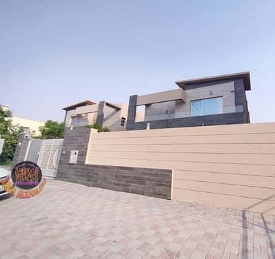 فیلا 5 غرف نوم للايجار في المويهات، عجمان - فيلا للإيجار تصميم أوروبي علي شارع الشيخ عمار قريبه من جميع الخدمات