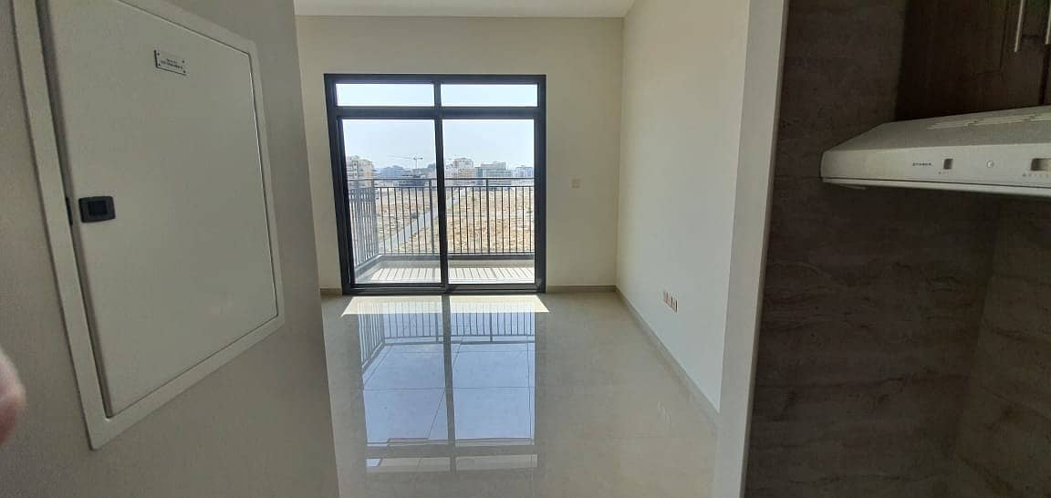 2 FULL FACILITY BRAND NEW  BUILDING STUDIO WITH BALCONY RENT IN PHASE 2