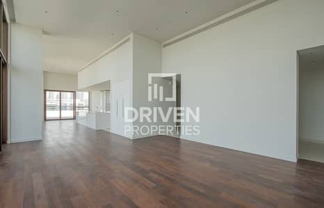 4 Bedroom Penthouse for Rent in Jumeirah, Dubai - Luxurious Penthouse with Burj Khalifa Views