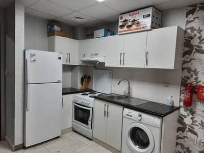 استوديو  للايجار في المدينة العالمية، دبي - 3500 إيجار شهري يشمل جميع الفواتير وشرفة ومبنى مرفق كامل