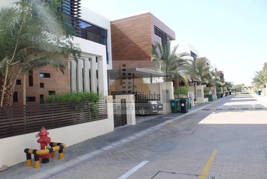 2 Modern  4 Bedroom Compound Villa in Umm Suqeim 2