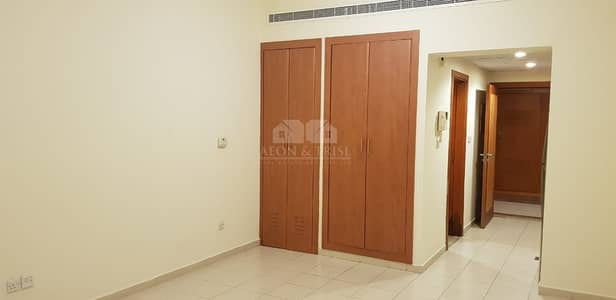 Studio for Rent in The Greens, Dubai - Studio in Al Thayyal 3 with Street View.