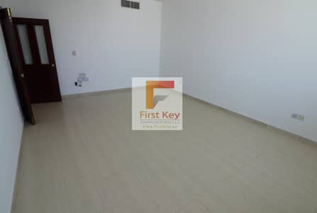 2 Bedroom Flat for Rent in Hamdan Street, Abu Dhabi - Amazing 2 BR With Parking On Hamdan. St
