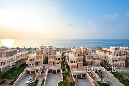 2 Bedroom Apartment for Sale in Palm Jumeirah, Dubai - 2 Bed | Sea View | Resort Living
