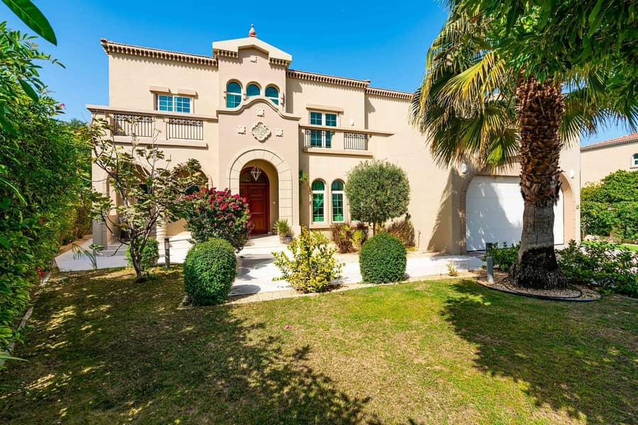 2 Lovely  independent  villa of four bedrooms for rent in al johar one