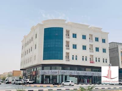 مبنى سكني  للبيع في المويهات، عجمان - للبيع مبني علي شارع الشيخ عمار الرئيسي بسعر لقطه