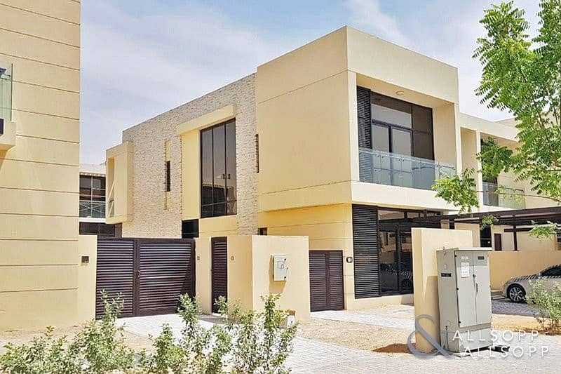 5 Bed Townhouse | Single Row | Large Plot