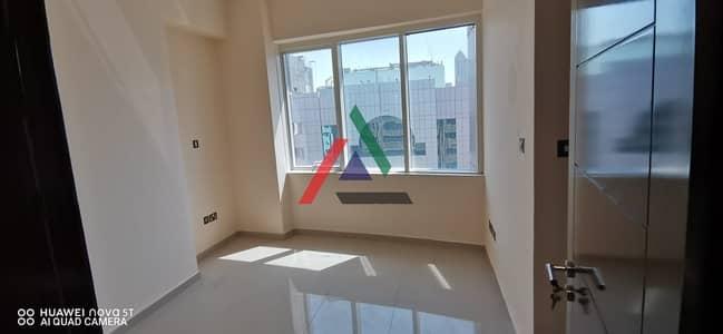 شقة 2 غرفة نوم للايجار في منطقة النادي السياحي، أبوظبي - Affordable and Huge 2 Master Bedrooms Apartment in Mina Road