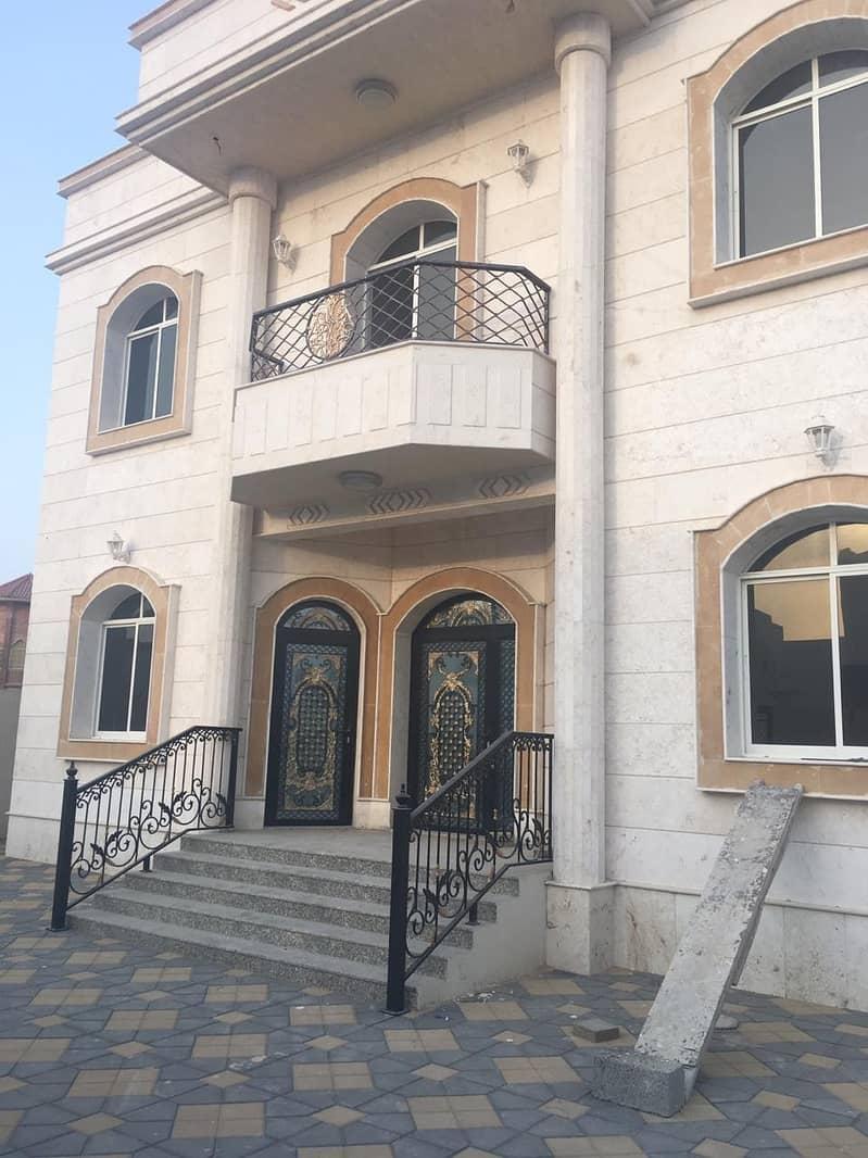 Villa for sale in Ajman, Al-Hamidiya area, an area of 6500 feet, the villa has two floors, a large area and a great location