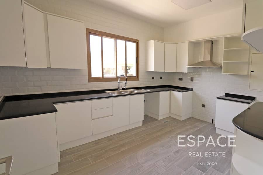 2 Palma Spring Village | Hessa St | Upgraded