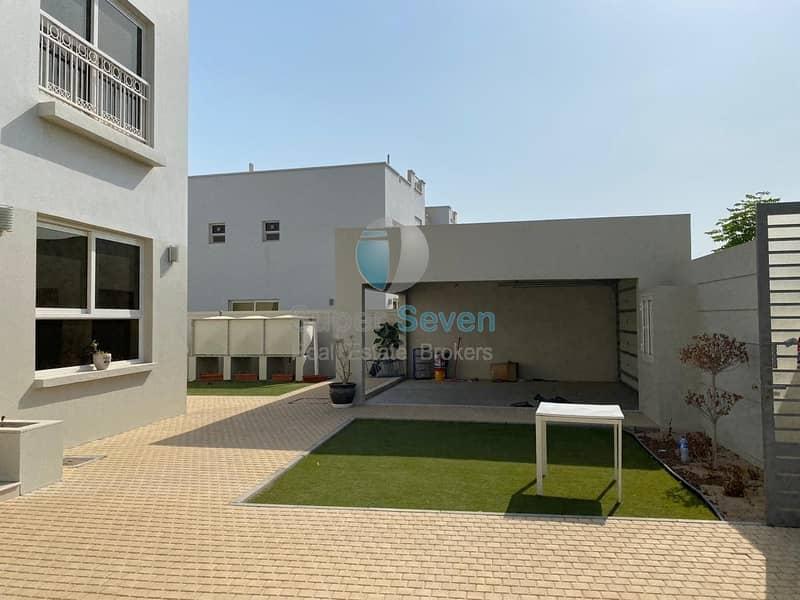 Almost New Large 4 Bedroom Villa for rent Barashi Sharjah