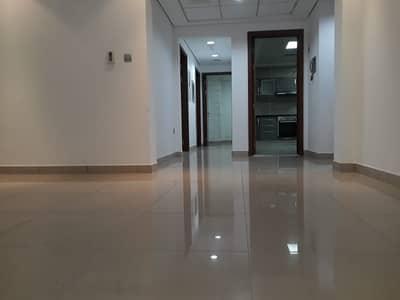 شقة 2 غرفة نوم للايجار في شارع المطار، أبوظبي - شقة في شارع المطار 2 غرف 75000 درهم - 4684582