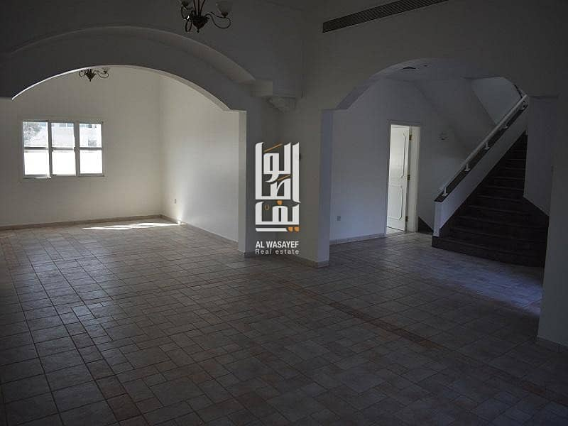 2 Amazing   Very spacious 4 Bed Villa with Private Garden