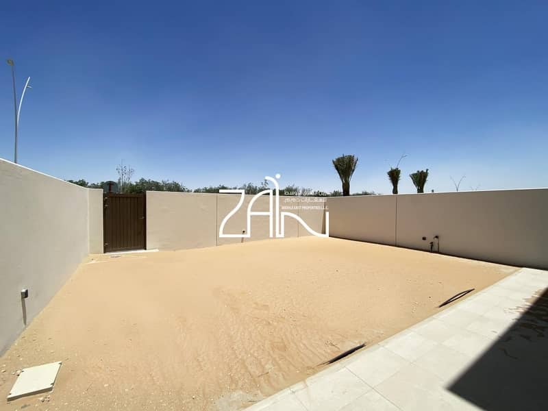 Beautiful 3+M+1 Townhouse in Amazing Location