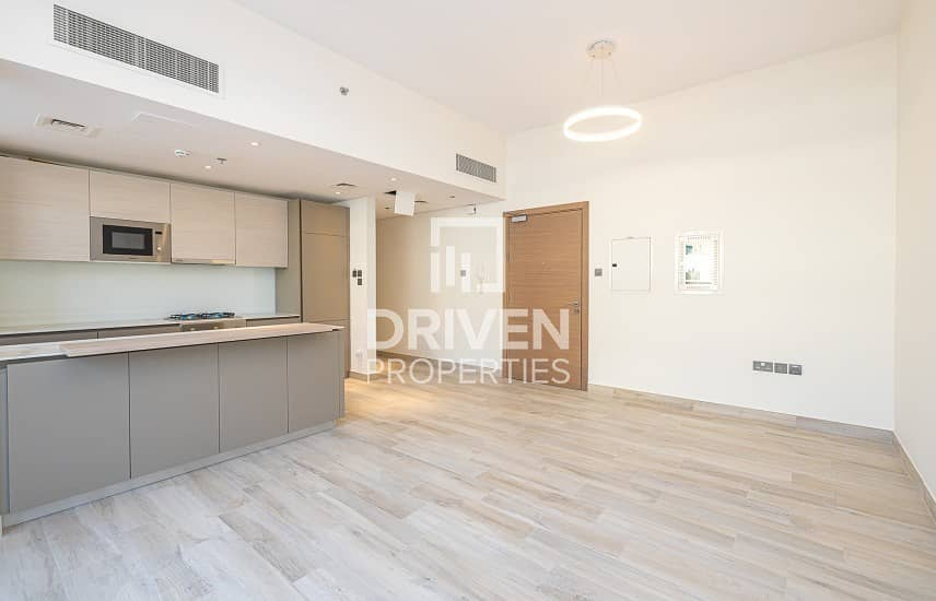 2  Bright 1 Bedroom Apartment