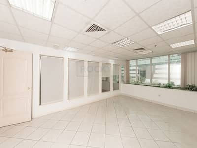 Office for Rent in Deira, Dubai - Incredible 1 B/R Office with Hot Plate and 1 Pantry in Deira
