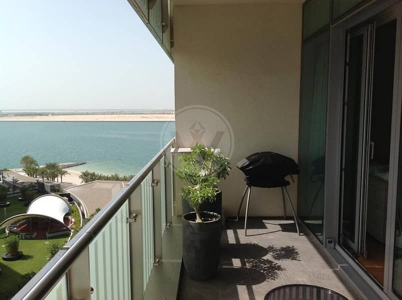 Upgraded Corner unit in Maha | Sea and canal views