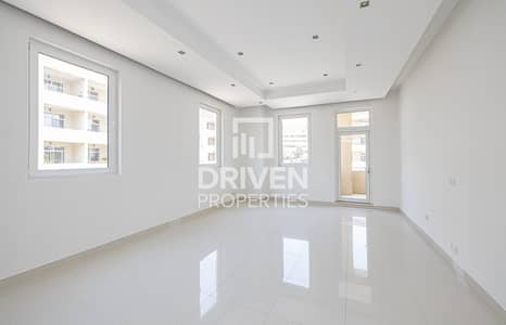 Well-maintained Huge 1 Bedroom Apartment