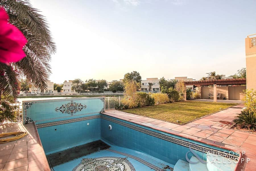 2 Beautiful Lake View | Upgraded | Private Pool