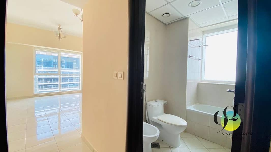 12 Next to metro; Superb views! Large and spacious layout
