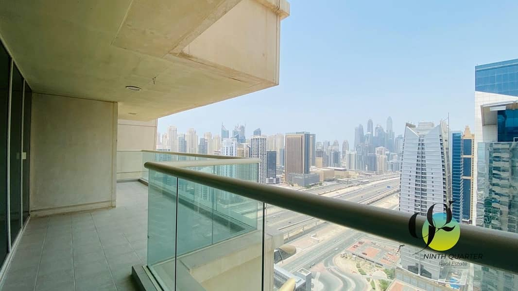 2 Next to metro; Superb views! Large and spacious layout