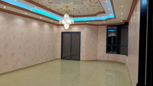 شقة ممتازة للبيع 3 غرف و صالة في ابراج النعيمية مساحة واسعة جدا .