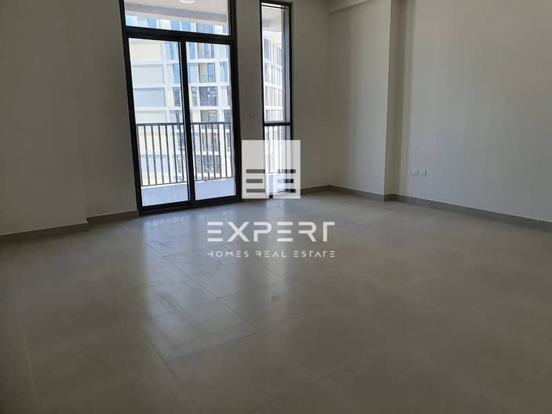 2 Bright and Specious 1 BR w/Closed Kitchen.