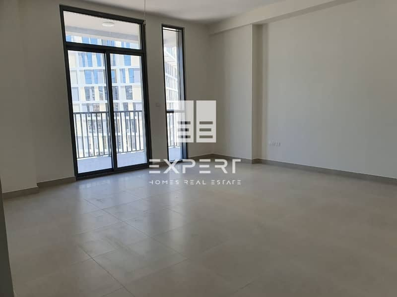Bright and Specious 1 BR w/Closed Kitchen.
