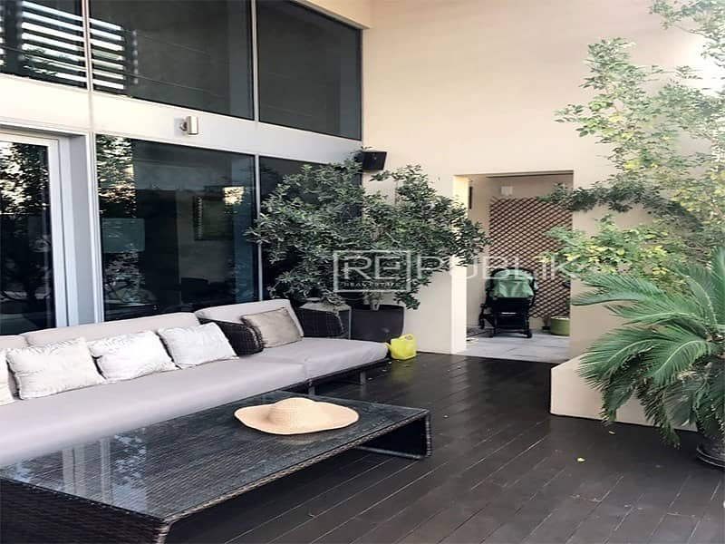 11 Impeccable Highly Upgraded Full Sea View Townhouse