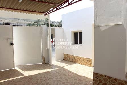 2 Bedroom Villa for Rent in Al Qurm, Ras Al Khaimah - Very beautiful low budget villa for rent Al Qurm