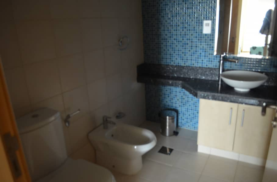 14 Rent this fully furnished apartment today and get 45 days free