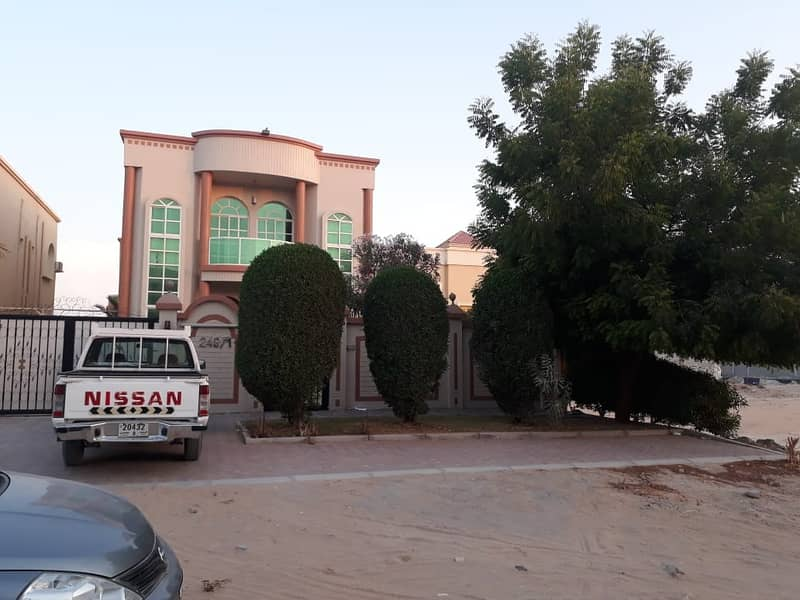 Villa for the price of al rawda 3 excellent condition and a great location and distinctive views of the brushes, electricity, water and full services