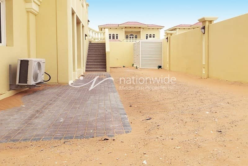 15 An Ideal Huge Family Home with Rental Back