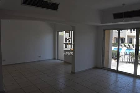 4 Bedroom Villa for Rent in Jumeirah, Dubai - Beautiful Very Spacious 4 Bed Private Garden & Shared Pool..