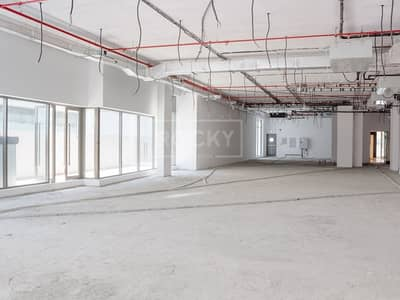 Shop for Rent in Umm Al Sheif, Dubai - Spacious | Retail Shop | Shell and Core