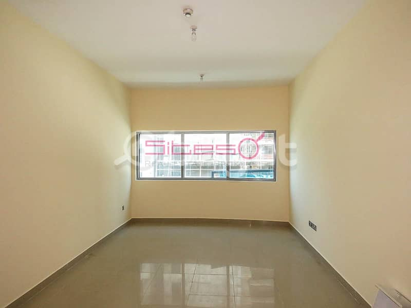 2 1 Bedroom/ Closed Kitchen/ Laundry room /4 cheques