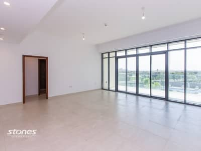 Bright Apartment With Golf Course and Pool View