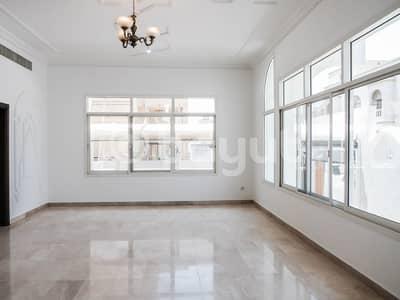 فیلا 6 غرف نوم للايجار في البطين، أبوظبي - فیلا في شارع الخليج العربي البطين 6 غرف 210000 درهم - 4695289